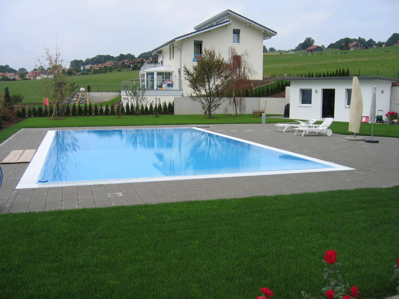 Couverture de protection piscines maintenance for Maintenance piscine
